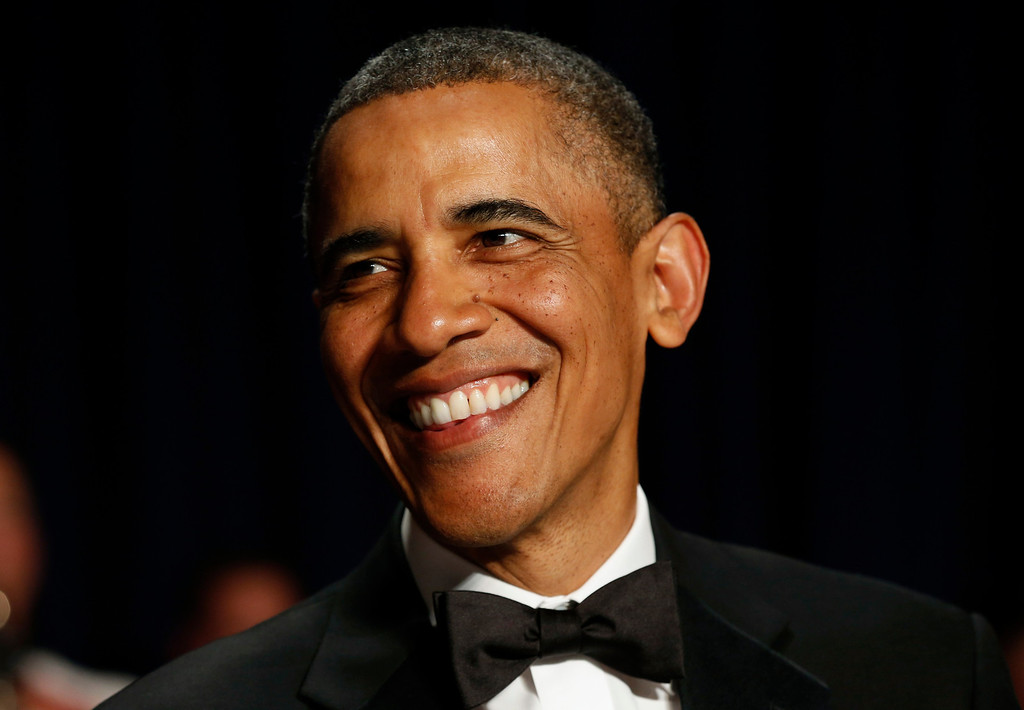 . U.S. President Barack Obama smiles during the White House Correspondents Association Dinner in Washington April 27, 2013.  REUTERS/Kevin Lamarque (
