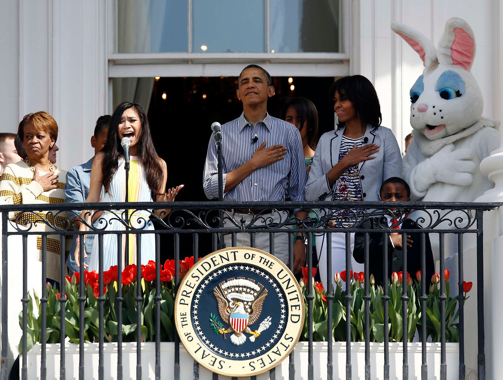 . Singer Jessica Sanchez sings the Star Spangled Banner alongside Marian Robinson (L-R), U.S. President Barack Obama, his daughter Malia, first lady Michelle Obama and the Easter Bunny during the 135th annual Easter Egg Roll on the South Lawn of the White House in Washington, April 1, 2013. REUTERS/Jason Reed
