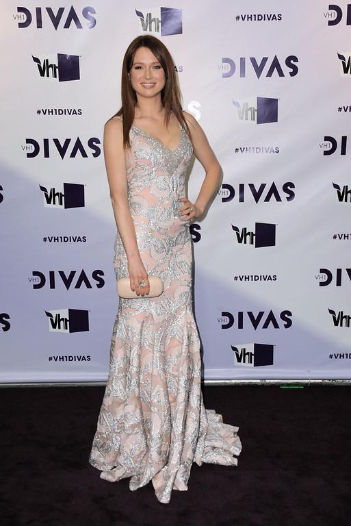 . Ellie Kemper arrives at VH1 Divas on Sunday, Dec. 16, 2012, at the Shrine Auditorium in Los Angeles. (Photo by Jordan Strauss/Invision/AP)