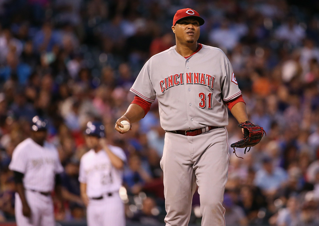 . DENVER, CO - AUGUST 14:  Starting pitcher Alfredo Simon #31 of the Cincinnati Reds pauses on the mound while working against the Colorado Rockies at Coors Field on August 14, 2014 in Denver, Colorado.  (Photo by Doug Pensinger/Getty Images)