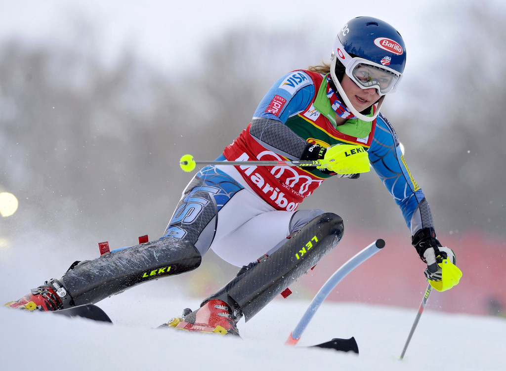 . Mikaela Shiffrin of the U.S. clears a gate during the first run of the World Cup Women\'s Slalom race in Maribor, January 27, 2013.    REUTERS/Srdjan Zivulovic