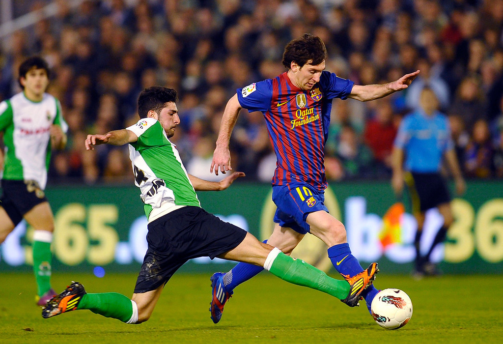 . Barcelona\'s Lionel Messi from Argentina, right, vies for the ball against Racing Santander\'s Alvaro Gonzalez, left, during their Spanish La Liga soccer match at the Sardinero stadium in Santander, Spain, Sunday, March 11, 2012. (AP Photo/Juan Manuel Serrano Arce)