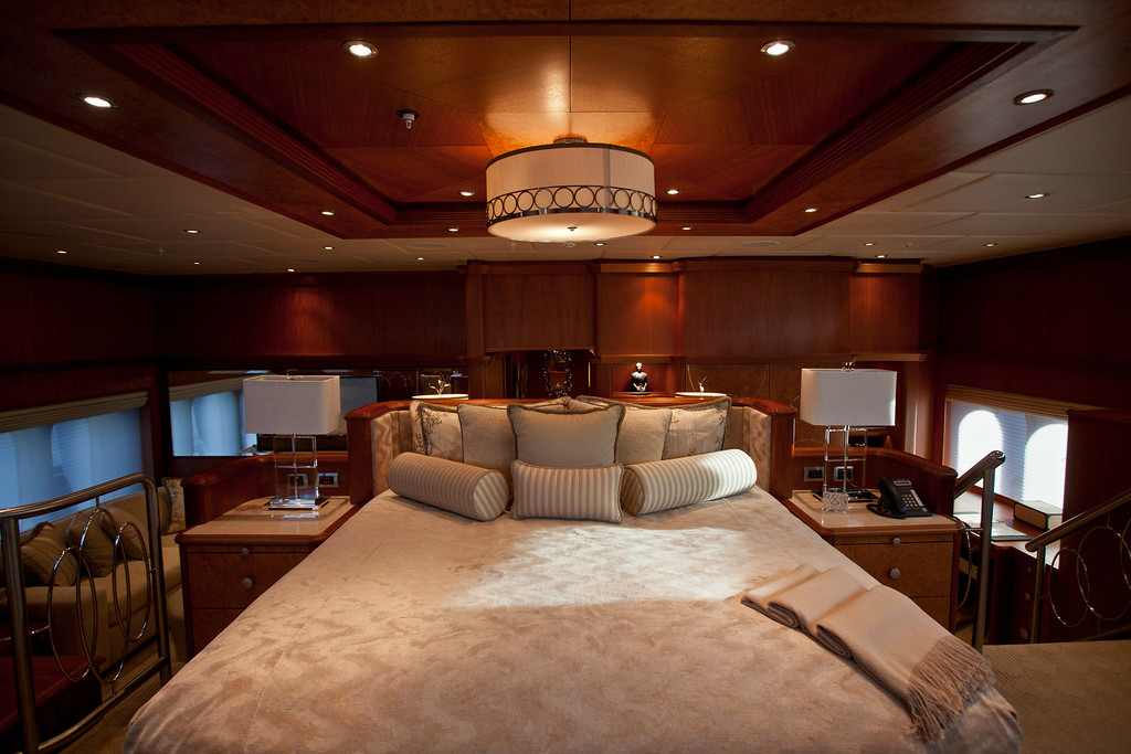 . A kingsize bed sits onboard the 190ft (57.9m) motor yacht Mi Sueno, manufactured by Trinity Yachts LLC, in Nice, France, on Wednesday, Sept. 25, 2013. Photographer: Balint Porneczi/Bloomberg
