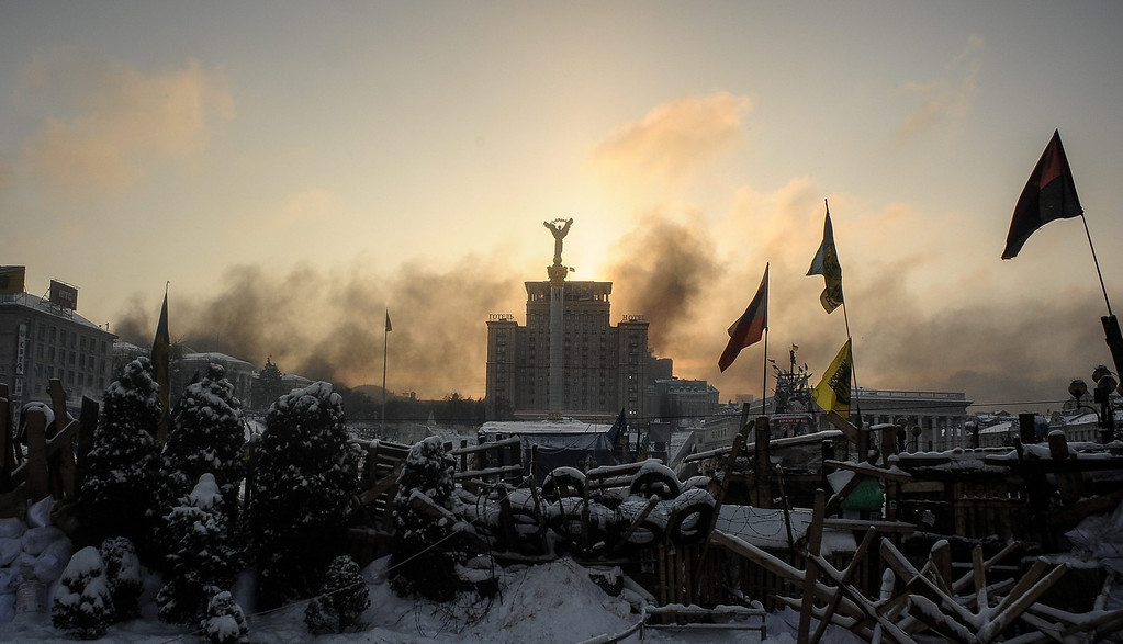 . The sunrise above a barricade around of the anti-government protesters tent camp on the Independence Square in Kiev, Ukraine, 23 January 2014.   EPA/ROMAN PILIPEY