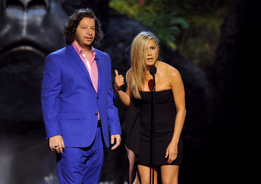 . Jennifer Aniston, right, and Jeffrey Ross present the award for funniest M.F. at Spike TV\'s Guys Choice Awards at Sony Pictures Studios on Saturday, June 8, 2013, in Culver City, Calif. (Photo by Frank Micelotta/Invision/AP)