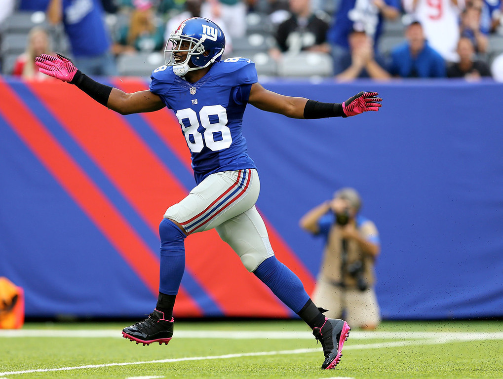 . Hakeem Nicks #88 of the New York Giants celebrates his first down catch in the first quarter against the Philadelphia Eagles at MetLife Stadium on October 6, 2013 in East Rutherford, New Jersey.  (Photo by Elsa/Getty Images)