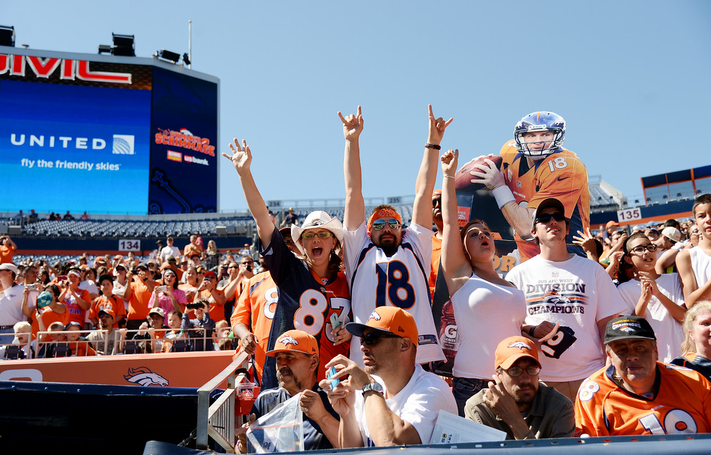 . Denver Broncos fans welcome the players at Sports Authority Field at Mile High for the Broncos scrimmage. Denver, Colorado. August 02. 2014. (Photo by Hyoung Chang/The Denver Post)