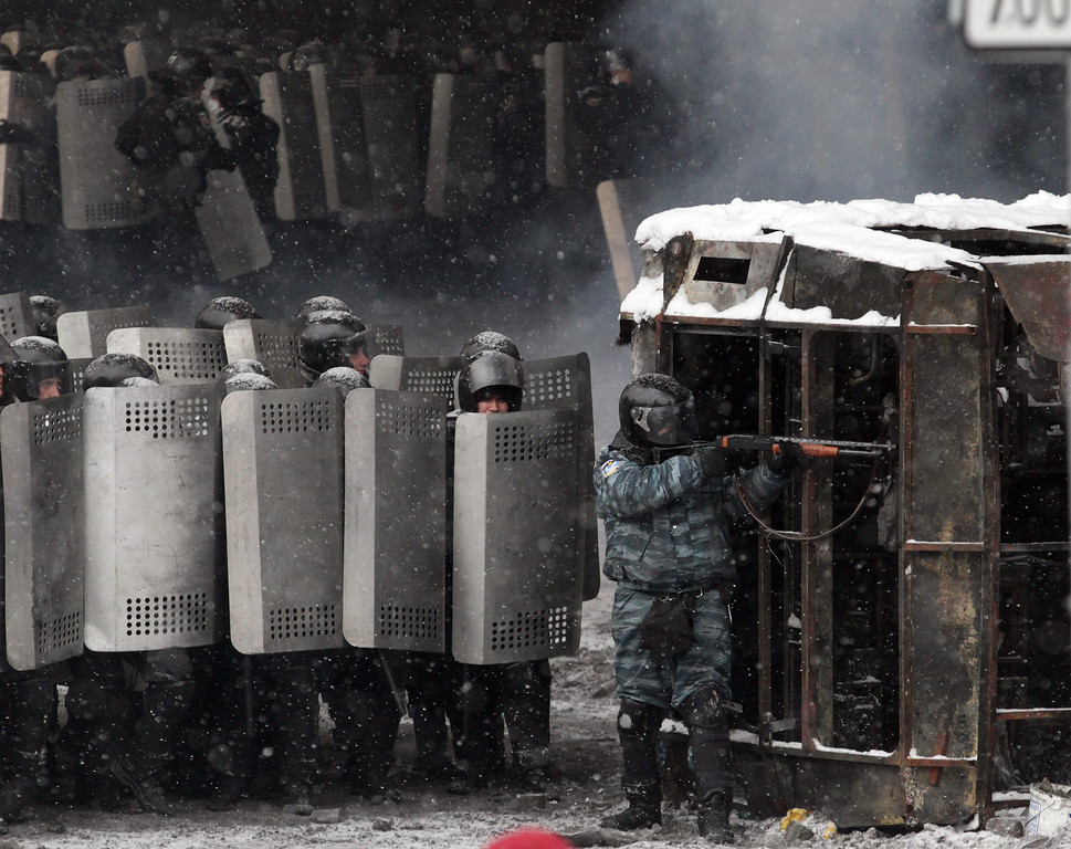 . Ukrainian riot police stand in in formation during an anti-government protest in downtown Kiev, Ukraine, 22 January 2014.   EPA/ZURAB KURTSIKIDZE