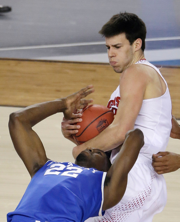 . Wisconsin forward Duje Dukan, top, fights for a loose ball with Kentucky forward Alex Poythress during the first half of an NCAA Final Four tournament college basketball semifinal game Saturday, April 5, 2014, in Arlington, Texas. (AP Photo/Tony Gutierrez)