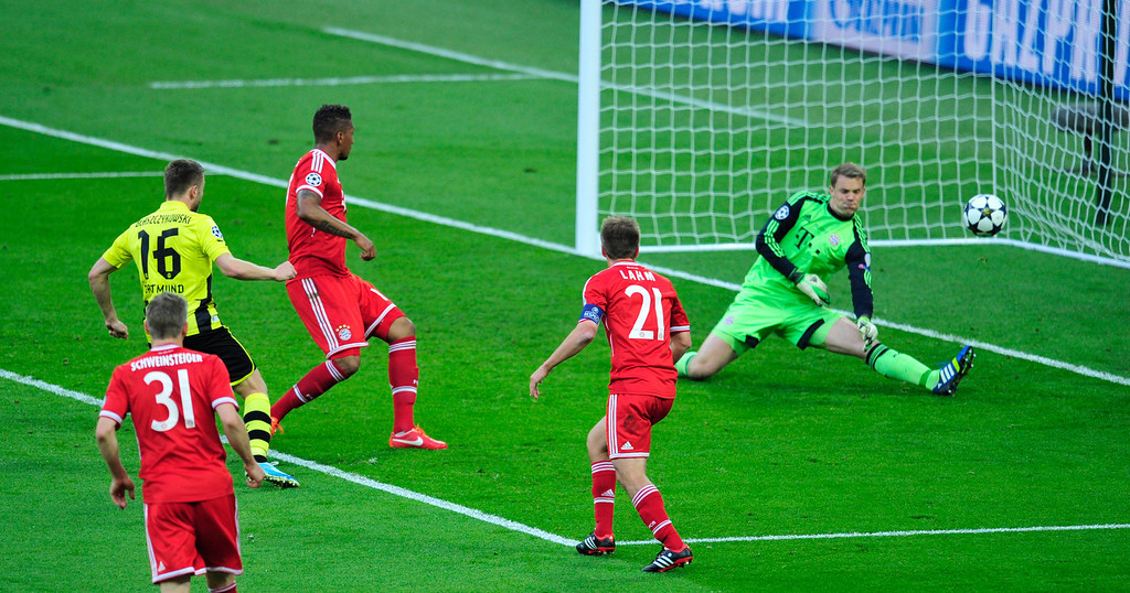 . Borussia Dortmund\'s Polish midfielder Jakub Blaszczykowski (L) has his shot saved by Bayern Munich\'s German goalkeeper Manuel Neuer (R) during the UEFA Champions League final football match between Borussia Dortmund and Bayern Munich at Wembley Stadium in London on May 25, 2013   GLYN KIRK/AFP/Getty Images