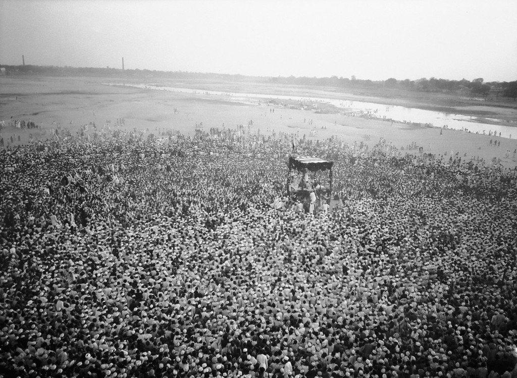 . More than a hundred thousand Hindus and Muslims are gathered on the bank of the Sabarmati River at Ahmedabad, India in 1931 to hear Mohandas K. Gandhi speak on independence for India. (AP Photo)