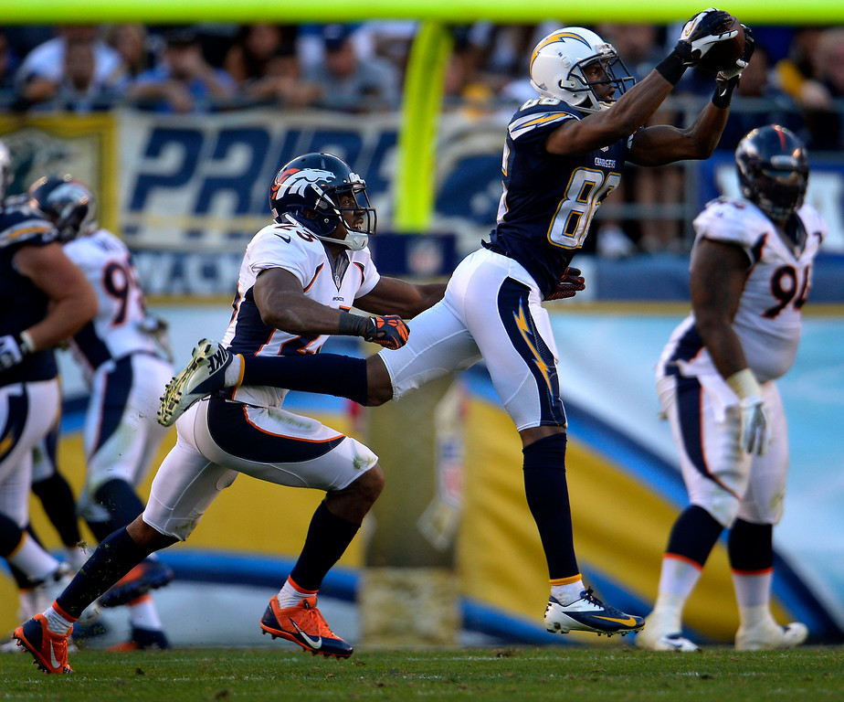 . Wide receiver Vincent Brown #86 of the San Diego Chargers makes a catch in front of cornerback Quentin Jammer #23 of the Denver Broncos at Qualcomm Stadium November 10, 2013 San Diego, CA. (Photo By Joe Amon/The Denver Post)