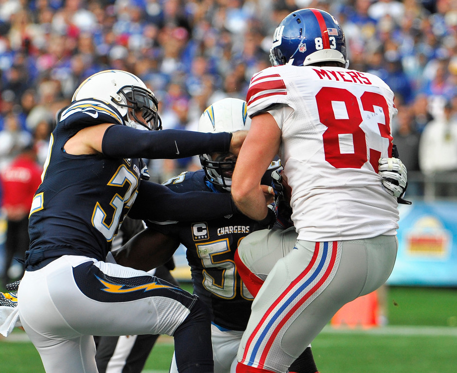 . New York Giants tight end Brandon Myers battles two San Diego Chargers defenders while making a 5-yard touchdown catch in the end zone during the second half of an NFL football game on Sunday, Dec. 8, 2013, in San Diego. (AP Photo/Denis Poroy)