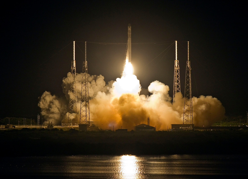 . The SpaceX Falcon 9 test rocket lifts off from Space Launch Complex 40 at the Cape Canaveral Air Force Station in Cape Canaveral, Florida, May 22, 2012. The unmanned rocket owned by privately held Space Exploration Technologies blasted off from Cape Canaveral on Tuesday for a mission designed to be the first commercial flight to the International Space Station. The 178-foot (54-meter) tall Falcon 9 rocket lifted off at 3:44 a.m. (0744 GMT) from a refurbished launch pad just south of where NASA launched its now-retired space shuttles.  REUTERS/Pierre DuCharme
