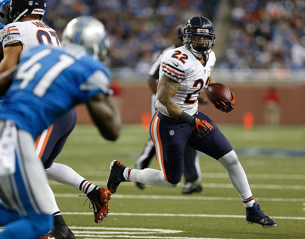 . Matt Forte #22 of the Chicago Bears looks for running room in the second quarter against the Detroit Lions at Ford Field on December 30, 2012 in Detroit, Michigan. (Photo by Gregory Shamus/Getty Images)