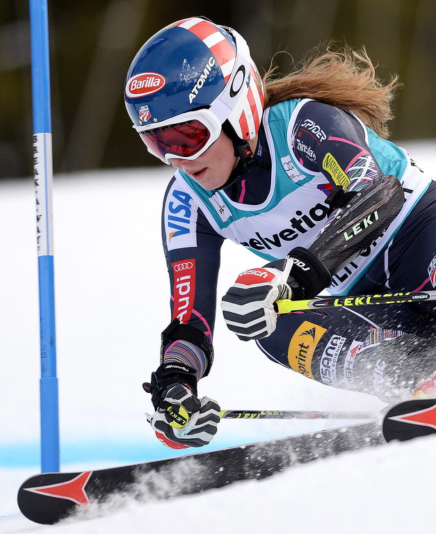. Mikaela Shiffrin, of the US, takes a turn during the second run of the women\'s Giant Slalom race at the FIS World Cup Alpine Skiing in Beaver Creek, Colorado, USA, 01 December 2013. Shiffrin went on take second place in the race.  EPA/JUSTIN LANE