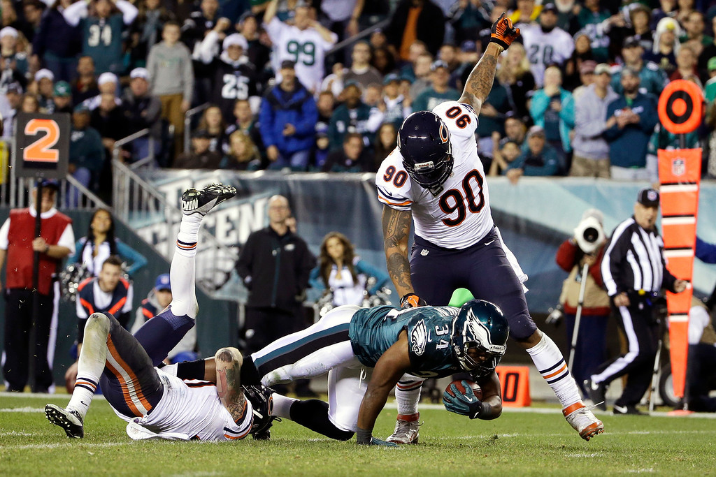 . Philadelphia Eagles\' Bryce Brown, center, dives for extra yardage against Chicago Bears\' Julius Peppers, right, and Chris Conte during the second half of an NFL football game, Sunday, Dec. 22, 2013, in Philadelphia. (AP Photo/Matt Rourke)