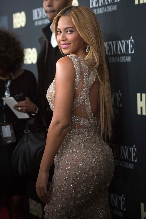 """. Singer Beyonce attends HBO\'s New York premiere of her documentary \""""Beyonce - Life is But a Dream\"""" in New York February 12, 2013. REUTERS/Andrew Kelly"""