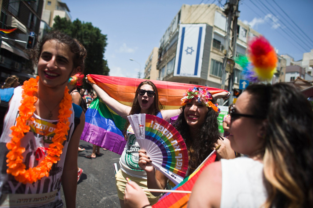 . People sing on a street in Tel Aviv during an annual Gay Pride parade in town June 7, 2013.  REUTERS/Nir Elias
