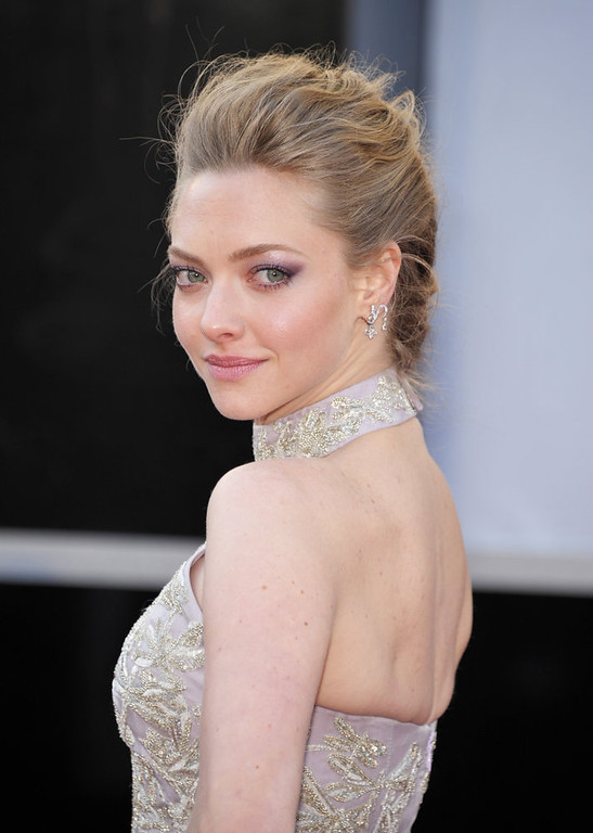 . Actress Amanda Seyfried arrives at the Oscars at the Dolby Theatre on Sunday Feb. 24, 2013, in Los Angeles. (Photo by John Shearer/Invision/AP)
