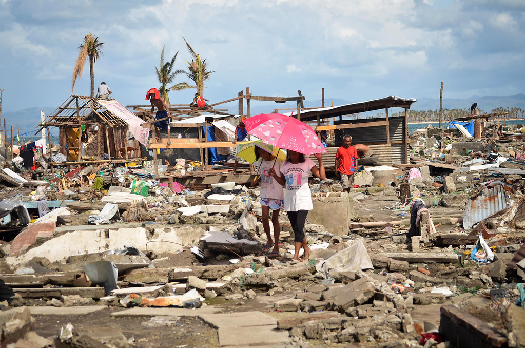 . Families living near the shoreline try to rebuild their shanties following the recent super typhoon on November 21, 2013 in Tacloban, Leyte, Philippines. (Photo by Dondi Tawatao/Getty Images)