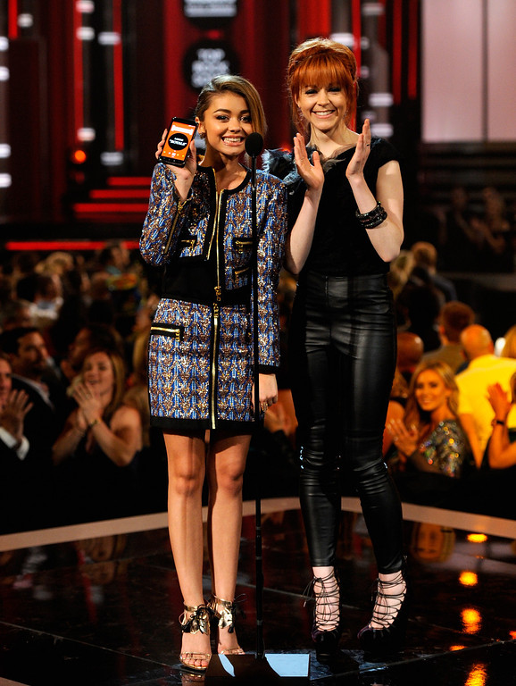 . Actress Sarah Hyland (L) and recording artist Lindsey Stirling speak onstage during the 2014 Billboard Music Awards at the MGM Grand Garden Arena on May 18, 2014 in Las Vegas, Nevada.  (Photo by Ethan Miller/Getty Images)