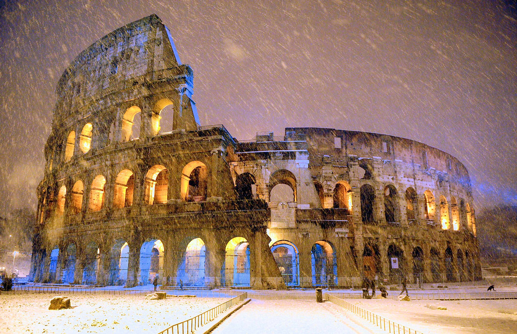 . The ancient Colosseum is seen during an heavy snowfall late in the night  in Rome February 4, 2012. REUTERS/Gabriele Forzano