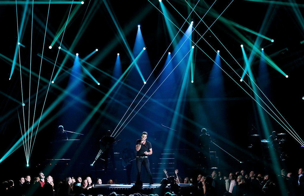 """. Singer Luke Bryan performs \""""Crash My Party\"""" during the 48th ACM Awards in Las Vegas April 7, 2013. REUTERS/Mario Anzuoni"""