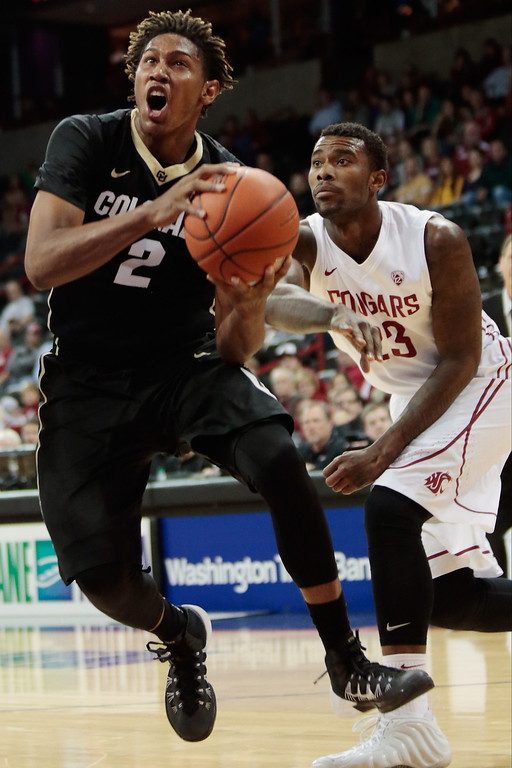 . Xavier Johnson #2 of the Colorado Buffaloes drives between Jordan Railey #20 and D.J. Shelton #23 of the Washington State Cougars during the first half at Spokane Arena on January 8, 2014 in Spokane, Washington.  (Photo by William Mancebo/Getty Images)