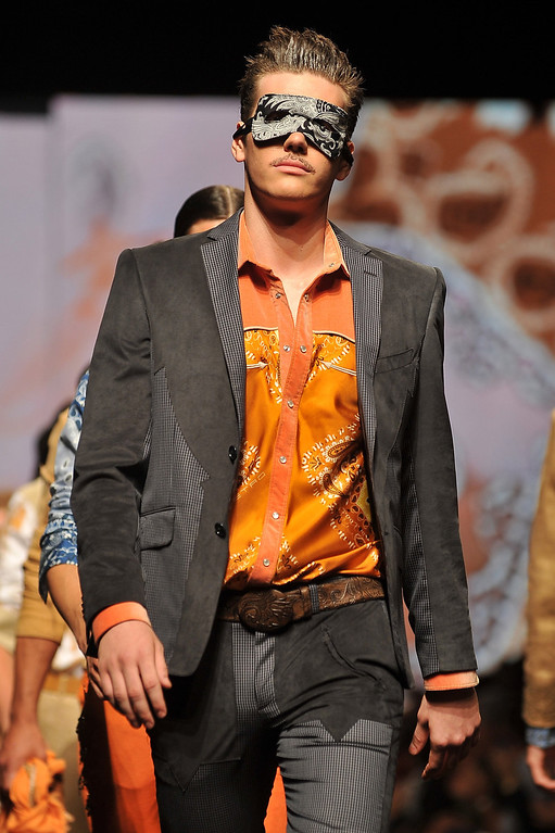 . Models walk the runway at the Etro show during Milan Menswear Fashion Week Spring Summer 2014 show on June 24, 2013 in Milan, Italy.  (Photo by Stefania D\'Alessandro/Getty Images)