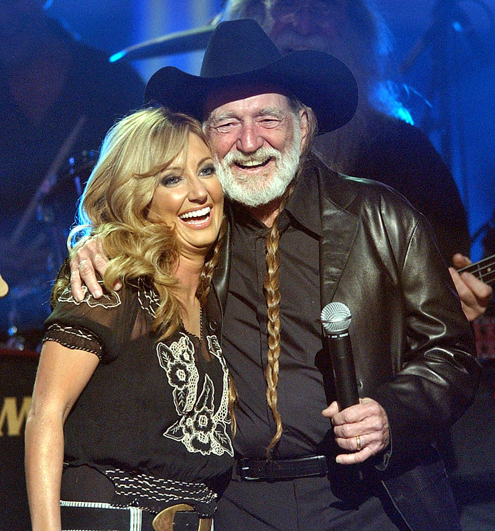 ". Lee Ann Womack and Willie Nelson embrace after performing ""Mendocino County Line\"" at the 37th Annual Academy of Country Music Awards Wednesday, May 22, 2002, in Los Angeles.  (AP Photo/Kevork Djansezian)"