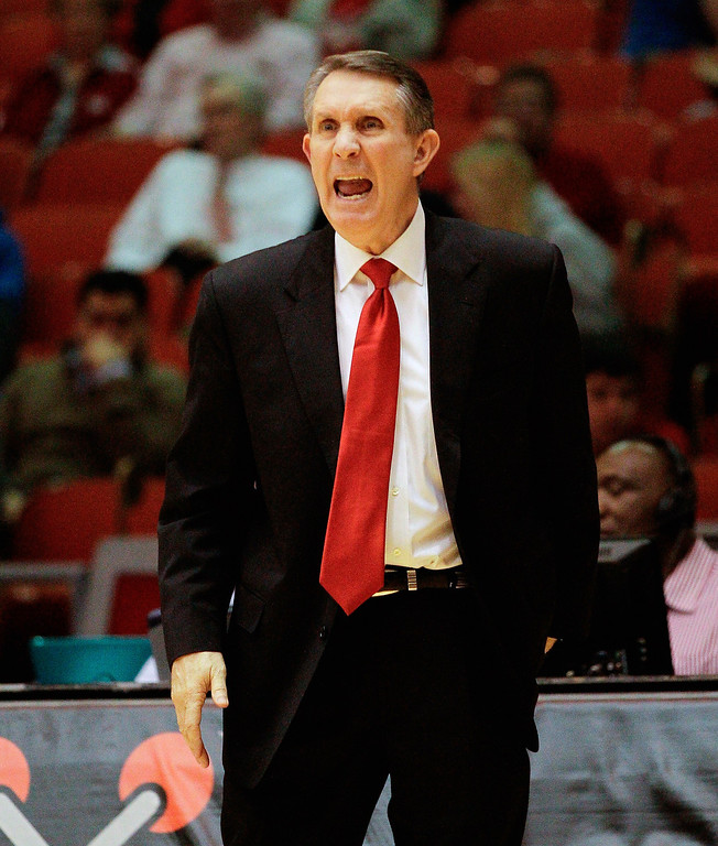 . Houston head coach James Dickey yells out instructions against Memphis during the second half of an NCAA college basketball game, Thursday, Feb. 27, 2014, in Houston. Houston won 77-68. (AP Photo/Bob Levey)