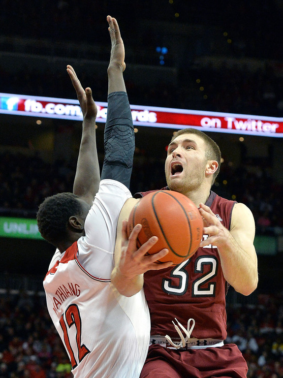 . Temple\'s Dalton Pepper, right, goes up for a shot against Louisville\'s Mangok Mathiang during the first half of an NCAA college basketball game, Thursday, Feb. 27, 2014, in Louisville, Ky. (AP Photo/Timothy D. Easley)