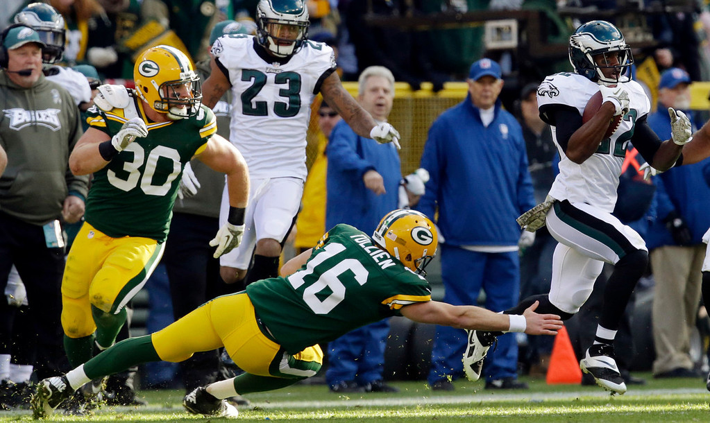 . Philadelphia Eagles\' Brandon Boykin (22) gets past Green Bay Packers quarterback Scott Tolzien after intercepting a pass during the first half of an NFL football game Sunday, Nov. 10, 2013, in Green Bay, Wis. (AP Photo/Mike Roemer)