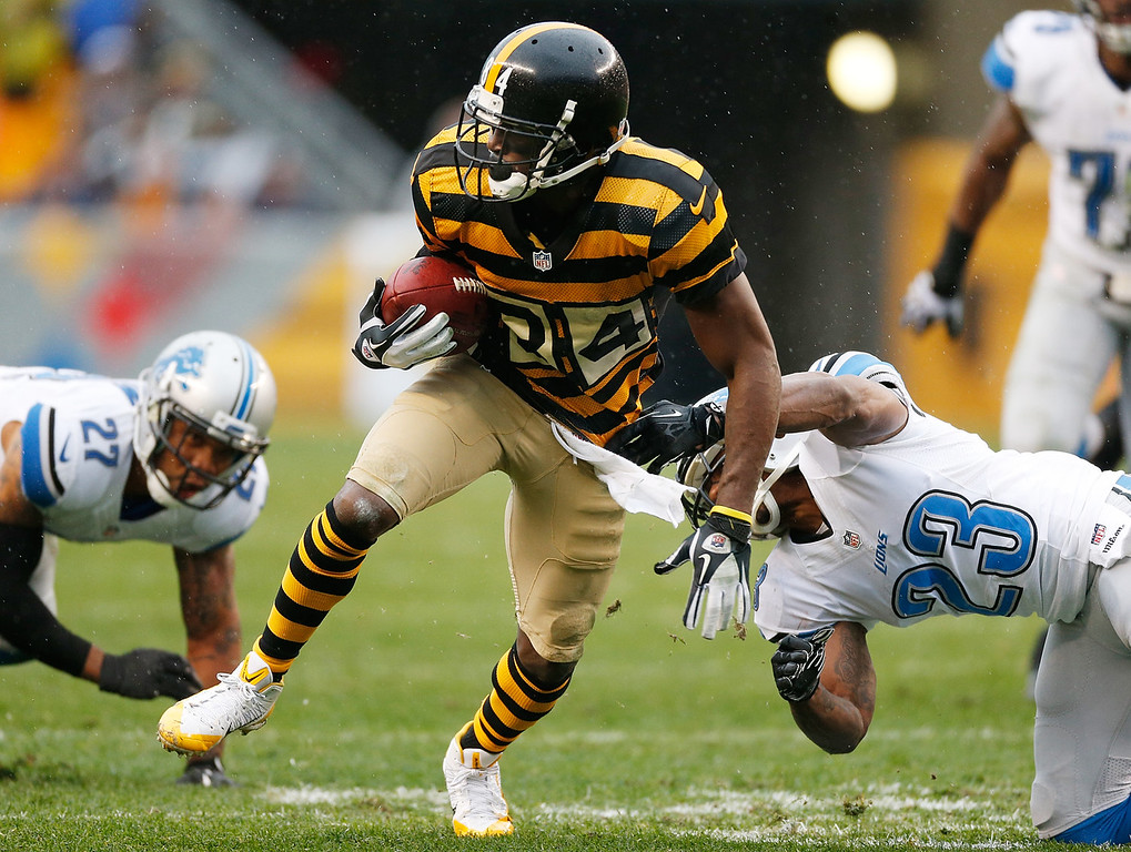 . Antonio Brown #84 of the Pittsburgh Steelers runs for a first quarter touchdown between Glover Quin #27 of the Detroit Lions and Chris Houston #23 at Heinz Field on November 17, 2013 in Pittsburgh, Pennsylvania.  (Photo by Gregory Shamus/Getty Images)
