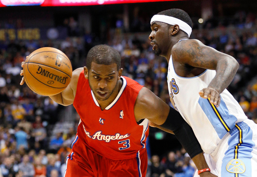 . Los Angeles Clippers\' Chris Paul (L) tries to get past Denver Nuggets\' Ty Lawson during their NBA basketball game in Denver March 7, 2013. REUTERS/Rick Wilking