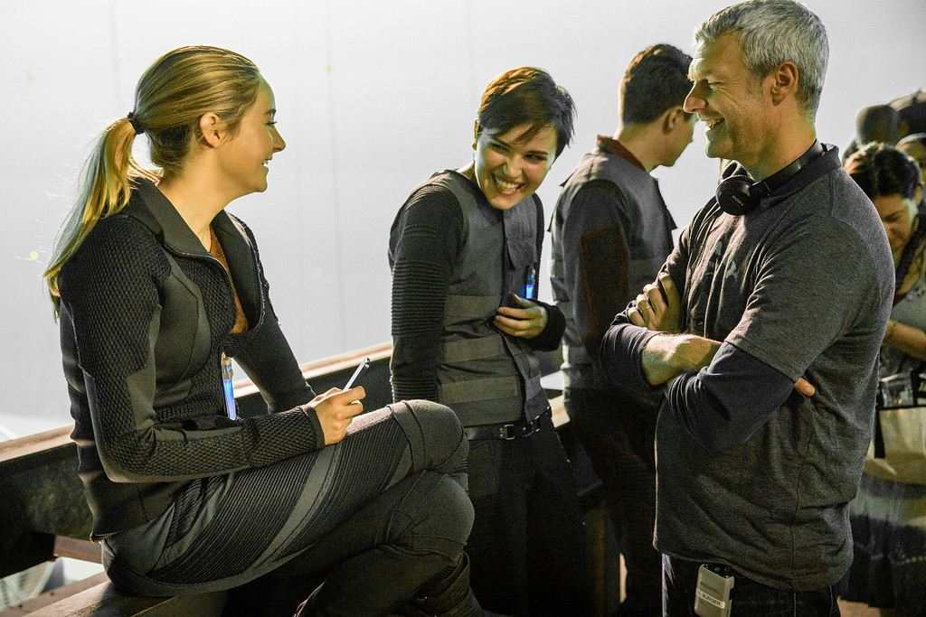 . (L-R) SHAILENE WOODLEY, Author VERONICA ROTH and Director NEIL BURGER on the set of DIVERGENT