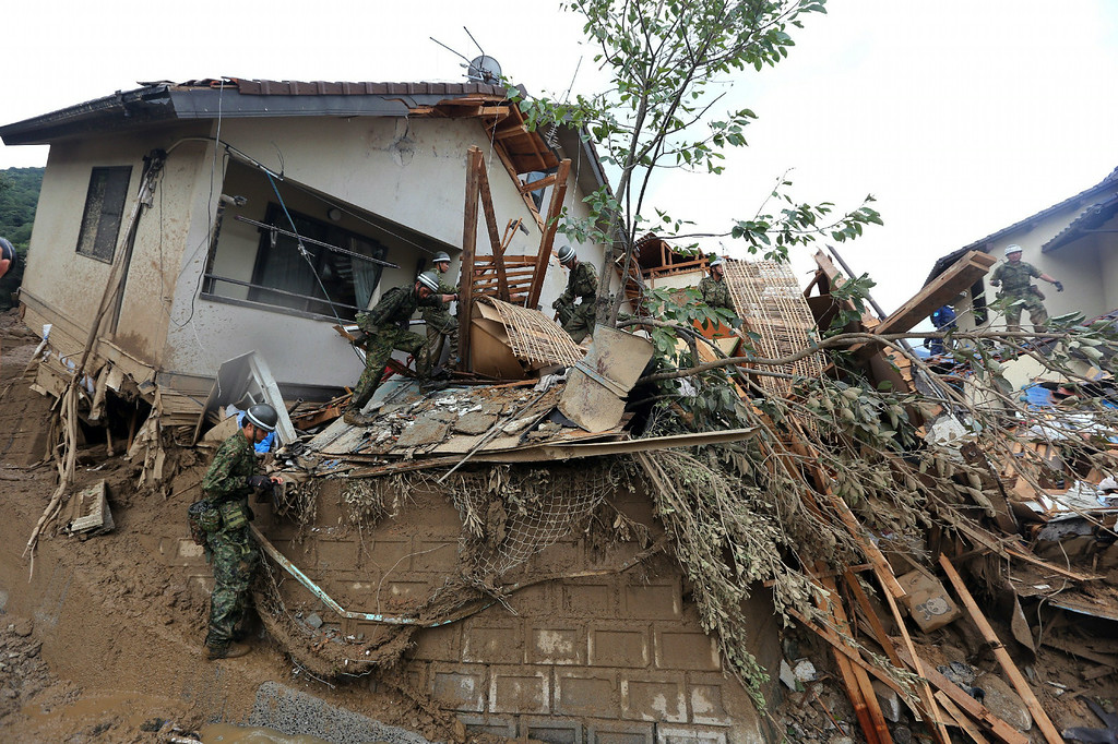 . Members of Japan\'s Self Defense Force search missing people after a landslide hit a residential area in Hiroshima, western Japan on August 20, 2014.  AFP PHOTO /   JIJI PRESS/AFP/Getty Images