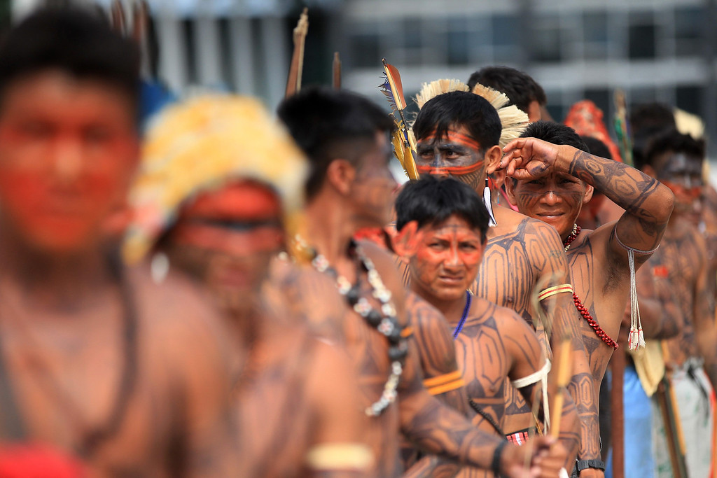 . Brazilian Munduruku Indians stand in line to try to enter the Planalto Palace during a protest in Brasilia June 6, 2013. They are demonstrating against violations of indigenous rights and calling for the suspension of the construction of the Belo Monte hydroelectric plant on the Xingu river, a huge project aimed at feeding Brazil\'s fast-growing demand for electricity. REUTERS/Ueslei Marcelino