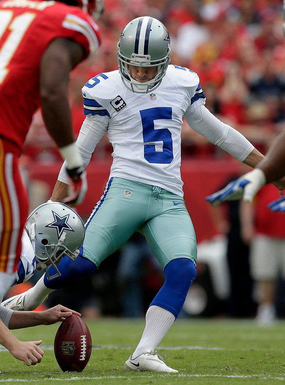 . Dallas Cowboys kicker Dan Bailey (5) kicks a field goal during the first half of an NFL football game against the Kansas City Chiefs at Arrowhead Stadium in Kansas City, Mo., Sunday, Sept. 15, 2013. (AP Photo/Charlie Riedel)