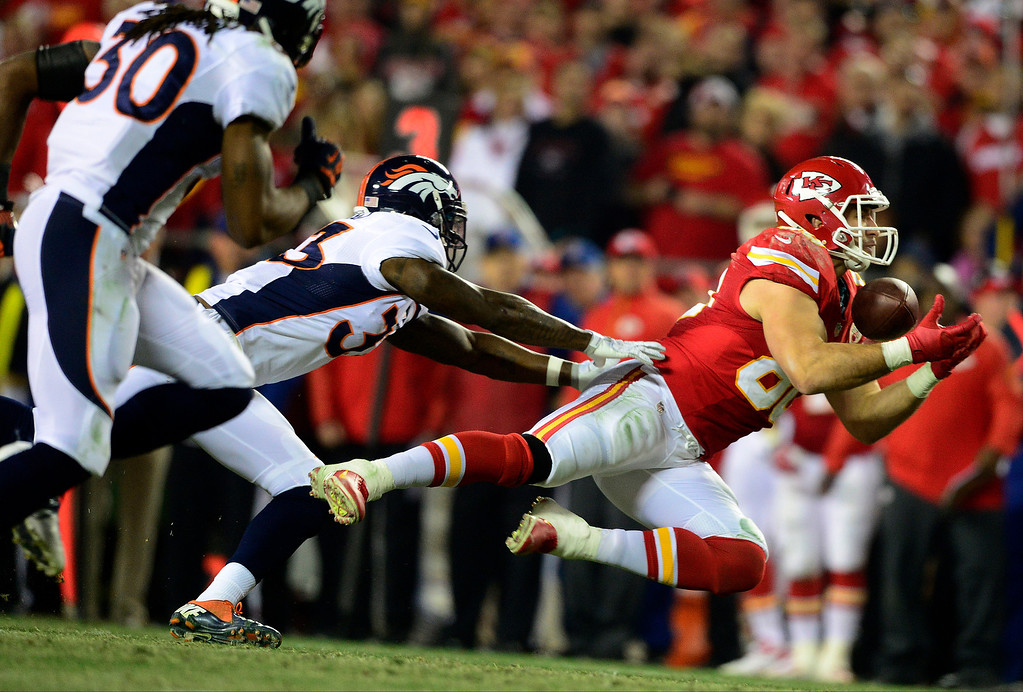 . Anthony Fasano (80) of the Kansas City Chiefs cannot haul in a third-down pass as Duke Ihenacho (33) of the Denver Broncos during the second half of the Broncos\' 35-28 win at Arrowhead Stadium.   (Photo by AAron Ontiveroz/The Denver Post)