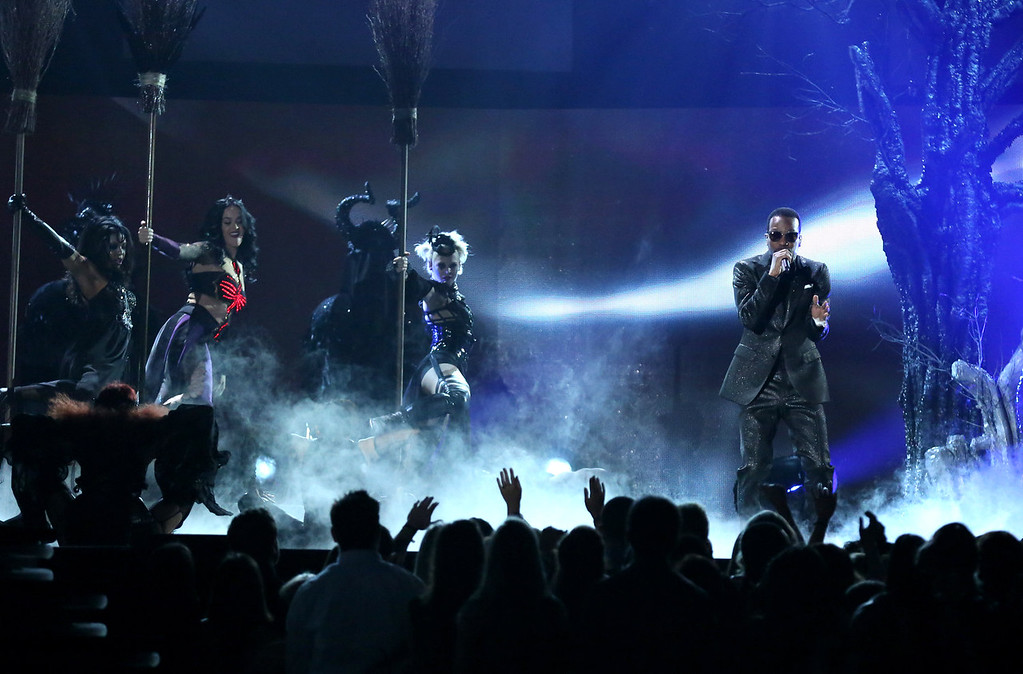". Katy Perry, left, and Juicy J perform ""Dark Horse\"" at the 56th annual Grammy Awards at Staples Center on Sunday, Jan. 26, 2014, in Los Angeles. (Photo by Matt Sayles/Invision/AP)"