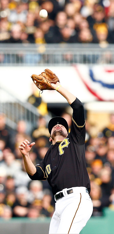 . Jordy Mercer #10 of the Pittsburgh Pirates catches a fly ball in the eighth inning against the St. Louis Cardinals during Game Four of the National League Division Series at PNC Park on October 7, 2013 in Pittsburgh, Pennsylvania.  (Photo by Jared Wickerham/Getty Images)