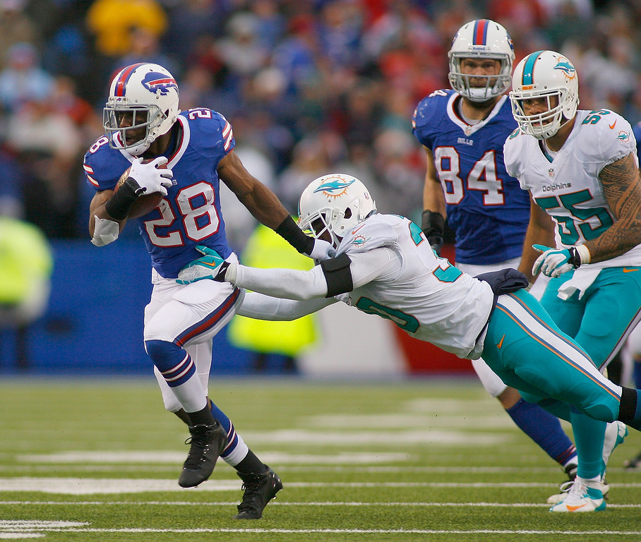 . C.J. Spiller #28 of the Buffalo Bills runs against the Miami Dolphins at Ralph Wilson Stadium on December 22, 2013 in Orchard Park, New York. Buffalo won 16-0.  (Photo by Rick Stewart/Getty Images)