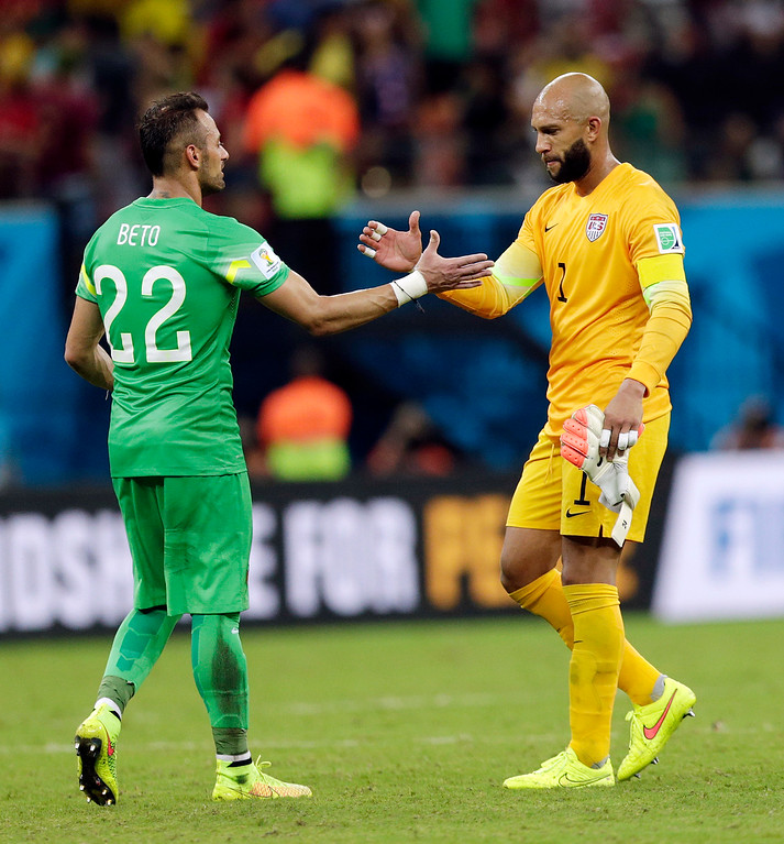 . United States\' goalkeeper Tim Howard, right, shakes hands with Portugal\'s goalkeeper Beto following their 2-2 draw during the group G World Cup soccer match between the USA and Portugal at the Arena da Amazonia in Manaus, Brazil, Sunday, June 22, 2014. (AP Photo/Julio Cortez)