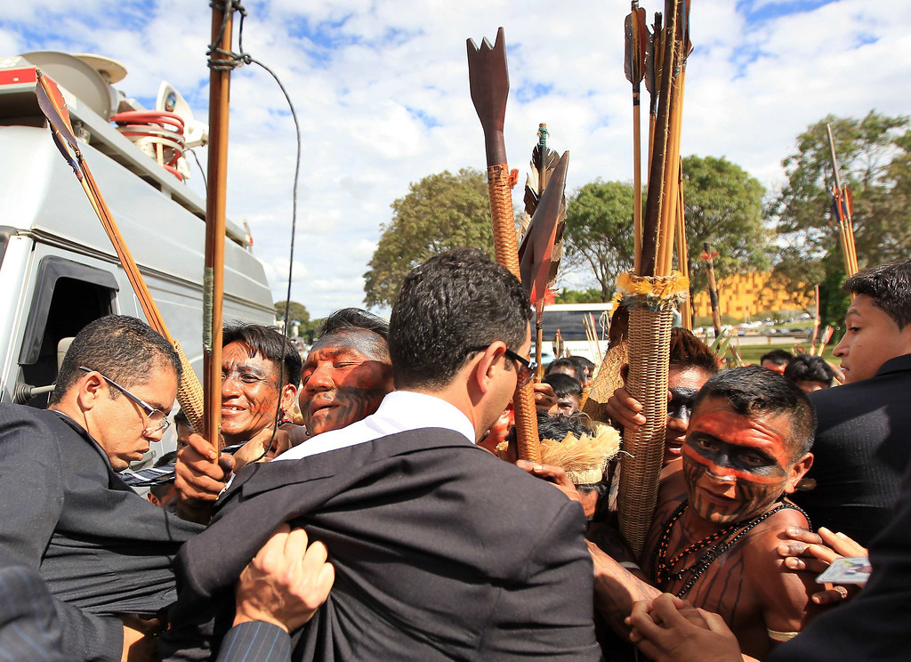 . Brazilian Munduruku Indians are prevented by security forces from entering the Planalto Palace during a protest in Brasilia June 6, 2013. They are demonstrating against violations of indigenous rights and calling for the suspension of the construction of the Belo Monte hydroelectric plant on the Xingu river, a huge project aimed at feeding Brazil\'s fast-growing demand for electricity. REUTERS/Ueslei Marcelino