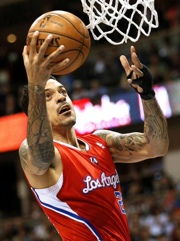 . Los Angeles Clippers\' Matt Barnes goes to the hoop past the Denver Nuggets in their NBA basketball game in Denver March 7, 2013. REUTERS/Rick Wilking