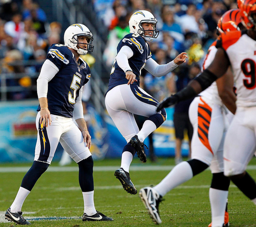 . San Diego Chargers kicker Nick Novak (2nd L) jumps in the air to give his attempted field goal kick some re-direction, as Chargers punter Mike Scifres (5) looks on, but the kick failed playing against the Cincinnati Bengals in the third quarter of their NFL football game in San Diego, California December 2, 2012. The Bengals won the game 20-13.    REUTERS/Alex Gallardo