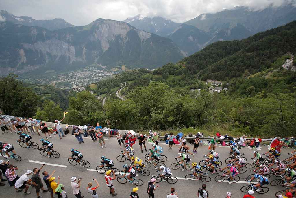 . The pack with Christopher Froome of Britain, wearing the overall leader\'s yellow jersey,  climbs Alpe-d\'Huez pass during the eighteenth stage of the Tour de France cycling race over 172.5 kilometers (107.8 miles) with start in Gap and finish in Alpe-d\'Huez, France, Thursday July 18, 2013. (AP Photo/Christophe Ena)