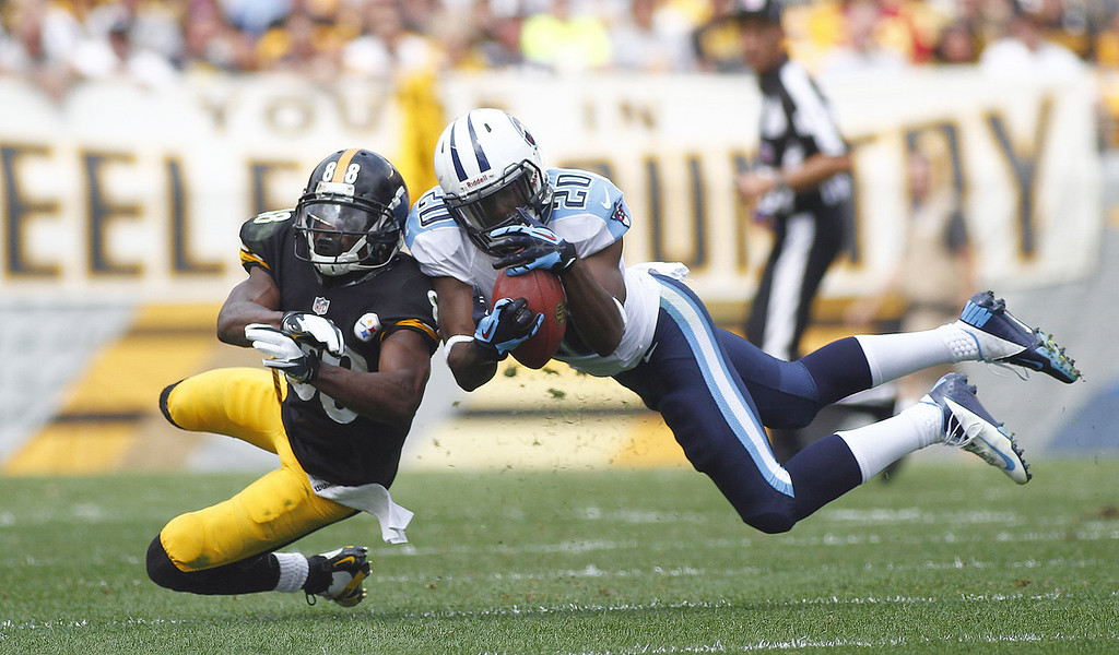 . Alterraun Verner #20 of the Tennessee Titans intercepts a pass intended for Emmanuel Sanders #88 of the Pittsburgh Steelers in the first half during the game on September 8, 2013 at Heinz Field in Pittsburgh, Pennsylvania. (Photo by Justin K. Aller/Getty Images)